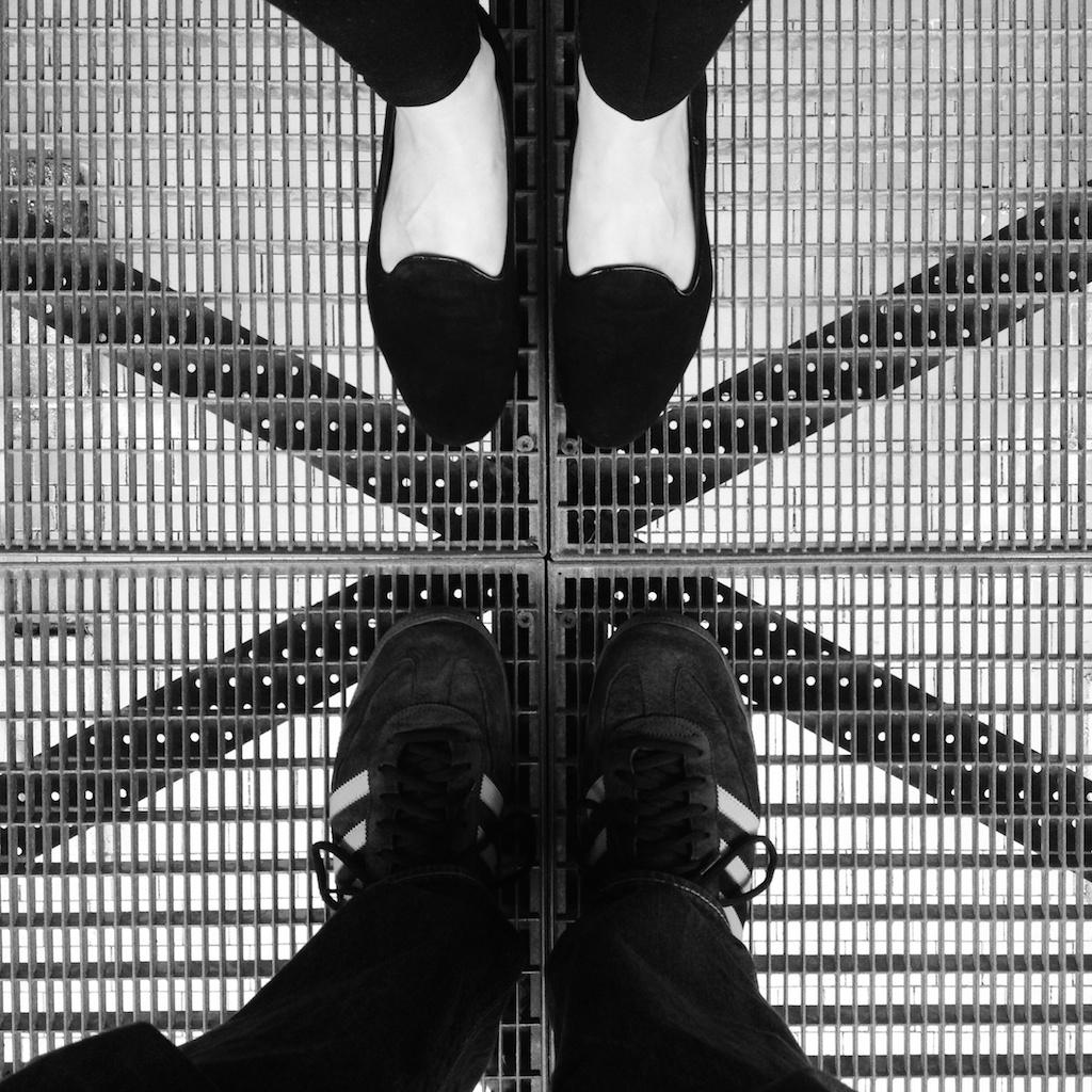 Kreuz mit den Füßen